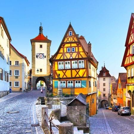 germany-rothenburg-streetscene-2016-r-186921133_super-ahiveofhistory